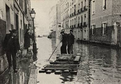Inondation de la rue Rouelle un radeau
