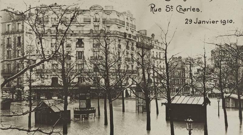 place beaugrenelle et rue Saint Charles inondées par la crue de 1910