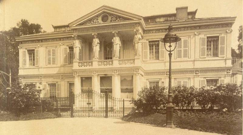 Pavillon Champs-Elysées en Juillet 1906 par Eugène Atget -BNF