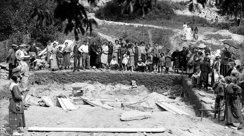 Saint-Germain-en-Laye, fouilles, photographie de l'Agence Rol en 1925