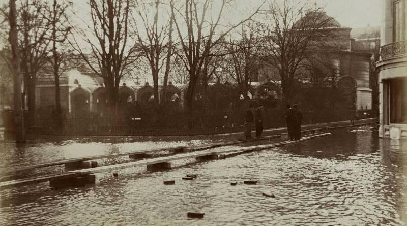 Chapelle expiatoire et Square Louis XVI inondés par Harry C. Ellis