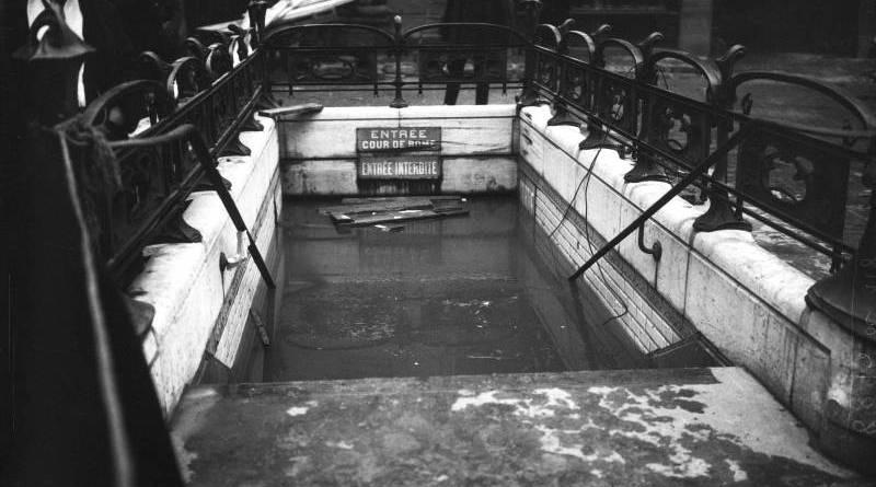 Inondations, 31110, entrée du métro Cour de Rome