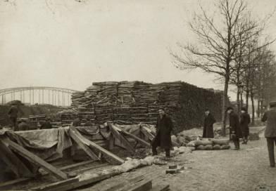 Boulevard de la Bastille. Dépôt de bois retiré de la Seine par Albert Harlingue