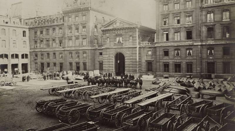Cour de la caserne de la Cité le 10 février 1910 par Eugène Pottier