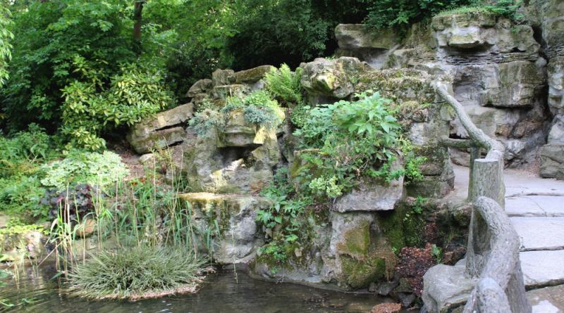 le rocher du square des Batignolles