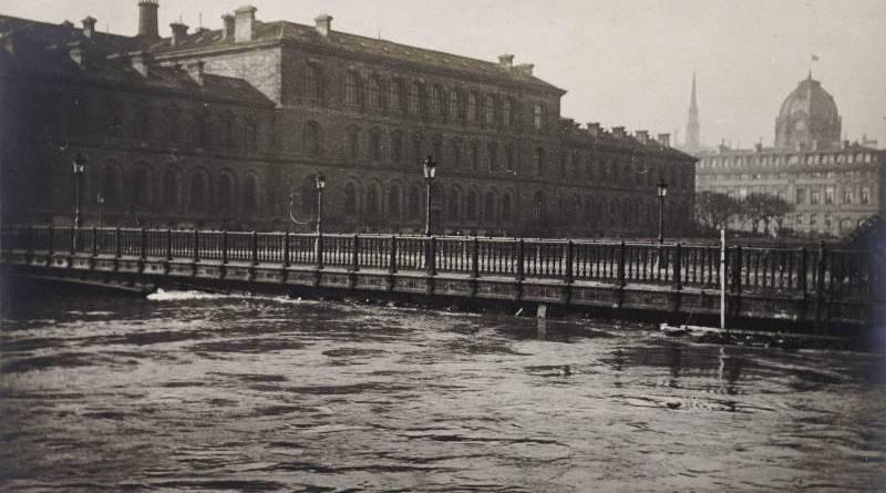 Le pont d'Arcole en janvier 1910