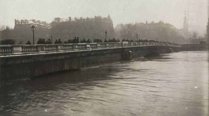 Le pont de l'Alma en janvier 1910