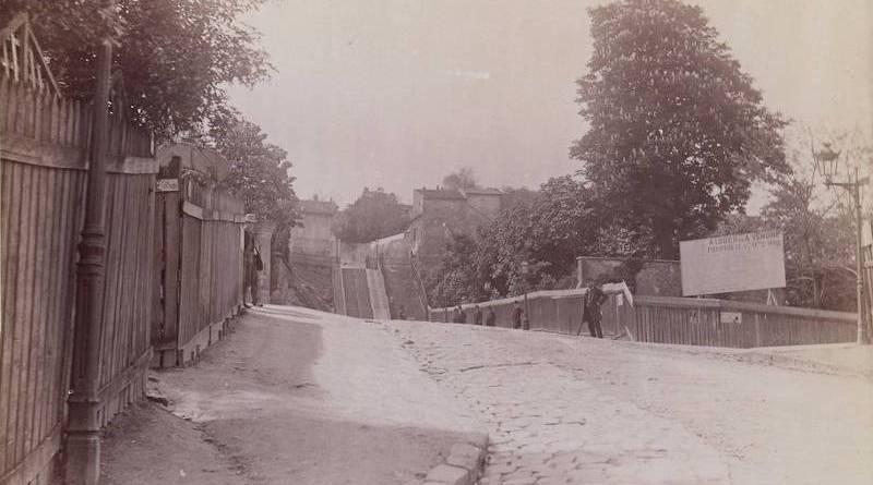 Photographie de la rue Mont Cenis par Henri Daudet le 11 mai 1890