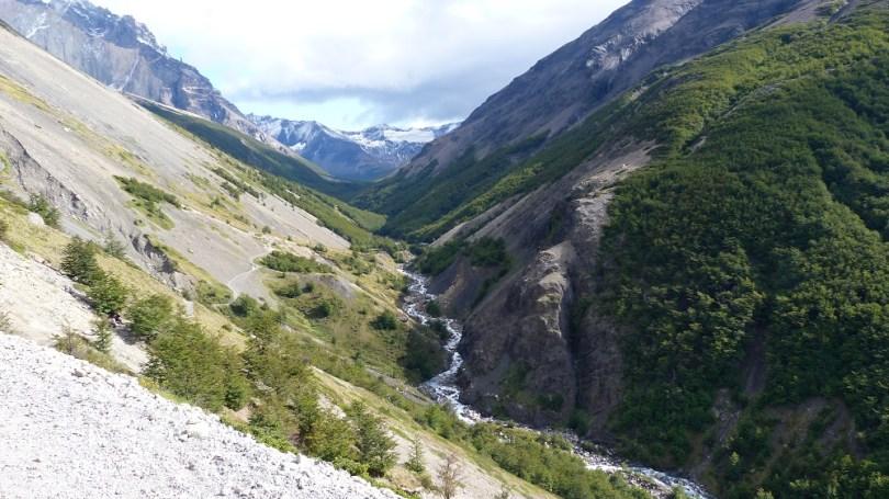 Torres del paine rivière montagnes