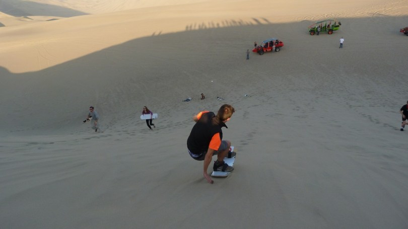 Sand board huacachina perou