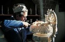 Artista trabalhando com Alabastro - Volterra