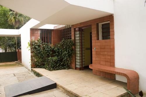 Fachada da Casa Modernista, São Paulo.