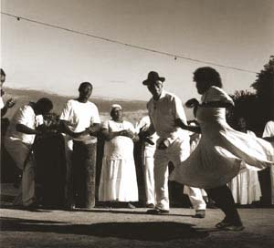 Quilombo de São José exibindo a antiga dança do quilombo