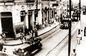 Tropas evolucionárias na Rua do Comércio no dia 14 de outubro de 1930