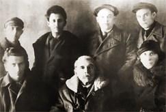 Otávio Brandão (segundo da esquerda para a direita, de pé), ao lado de membros da Internacional Comunista em 1931