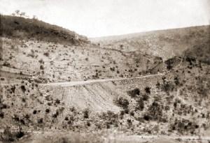 Passagem do Cipó, local do acidente, em foto de Ignácio Mendo em 1880