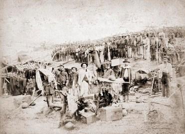 40º Batalhão de Infantaria na trincheira,1897. Foto de Flávio de Barros do Acervo Museu da República