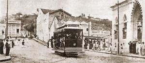 Bonde saindo da Rua do Comércio para a Praça dos Martírios em 1915, ainda sem a Ladeira dos Martírios