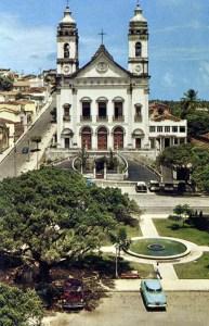 Catedral de Maceió com sede da Ação Católica ao lado, onde também funcionou a Rádio Palmares e foi a primeira dese da Escola de Serviço Social Padre Anchieta