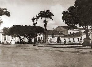 Praça Dois Leões após reforma de 1905 e antes de 1918