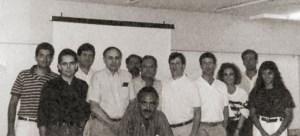 1990: Vinda do Prof. Lexter Silver a Alagoas pela Reconstructive Surgery Foundation. Dr. Gustavo Quintella, Dr. Fernando Gomes, Dr. Fernando Duarte, Prof. Lexter Silver, Dr. Lourival Cézar, Dr. José Costa Lima, Dr. Ronaldo Leão, Residentes americanos, Dr. Luiz Alberto Lopes e Acadêmica Cláudia