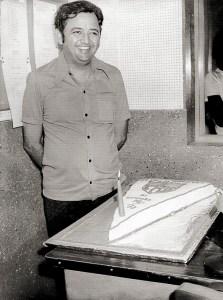 Aniversário de Edécio Lopes comemorado com bolo regatiano