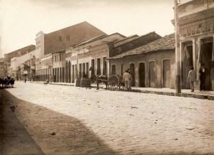 Existiam uitos estabelecimentos comercias Rua Sá e Albuquerque