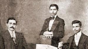 Virgílio Maurício, em Maceió, entre os jornalistas Leonino Corrêa e Cypriano Jucá. Fonte: O Malho, Nº 522, Ano XI, Rio de Janeiro, 14 de setembro de 1912