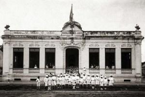 Grupo Escolar Diegues Jr. na Rua Epaminondas Gracindo. Local das primeiras reuniões do grêmio. Arquivo IHGAL