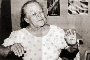 Aos 68 anos, Zefa mostra seu vigor no carnaval de Olinda