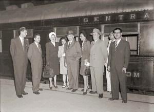 22 de dezembro de 1945. O Dr. Sampaio Dória embarcando para São Paulo com membros de sua família. Foto Arquivo Nacional