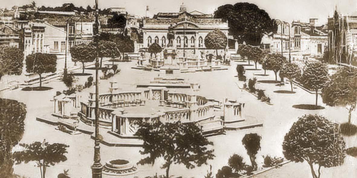 Praça Deodoro e os monumentos em homenagem ao marechal alagoano