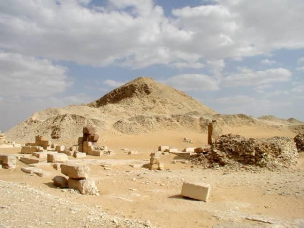 Estado actual de los restos de la pirámide del rey Pepy II