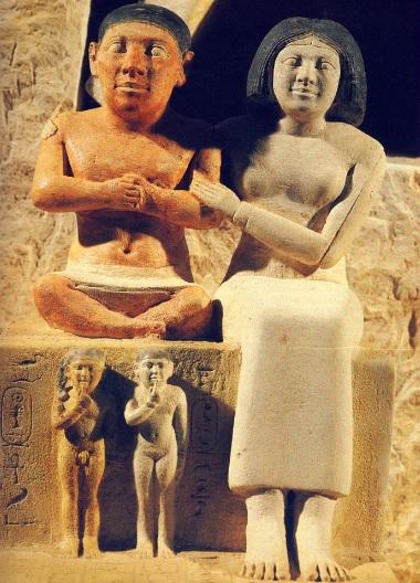 Escultura del enano Seneb y su familia