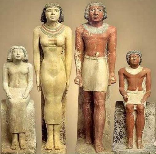 Esculturas de un modelo de familia en el antiguo Egipto