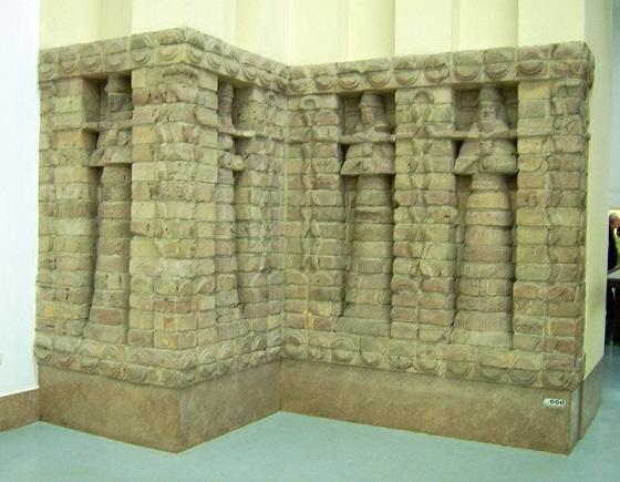 Parte del frontal del templo de Innana de tiempos de Kara-Indash
