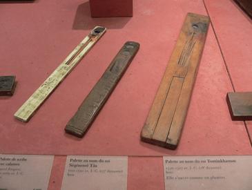 Varias paletas de los escribas en el antiguo Egipto