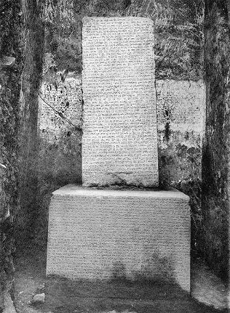 Estela con los anales de Sarduri II de Urartu