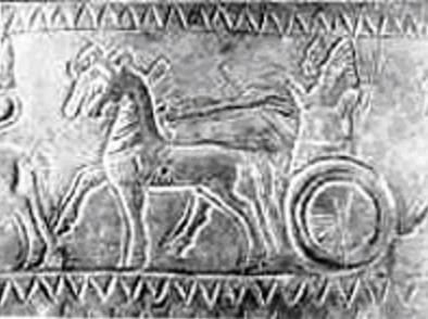Sarduri II de Urartu en una de las imágenes de uno de sus cascos