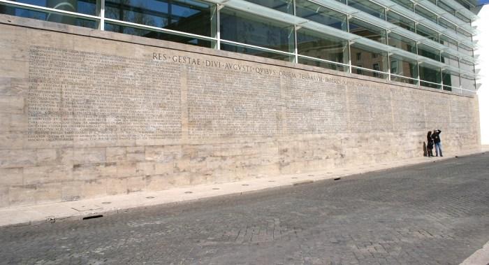Copia de la inscripción monumental del<em> Res Gestae divi Augusto</em>