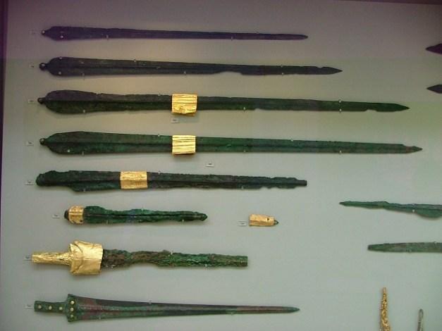 Espadas minoicas de bronce de tipo A y B