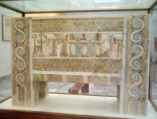 Una de las caras del sarcófago de Haghia Triada