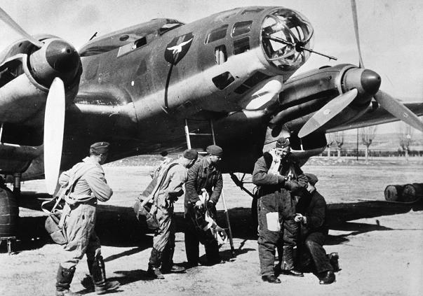 Equipo alemán de vuelo de uno de los aviones de la Legión Condor