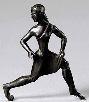 Estatuilla de bronce de una mujer en la antigua Esparta haciendo ejercicio (siglo VI a.C.)