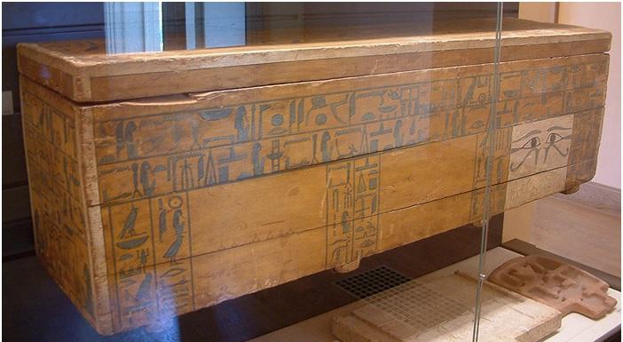 Sarcófago de un alto funcionario de la XII Dinastía con ejemplos de los Textos de los Sarcófagos