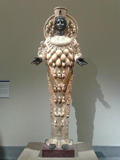 La Ártemios Farnesia, copia romana de la estatua a Artemisa que habría estado en el templo de Éfeso