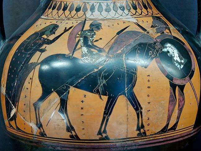 Pieza cerámica de figuras negras en las que se representa un hippeus con su caballo y equipamient