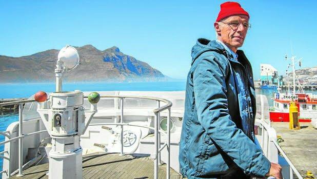 Lambert Wilson caracterizado como un maduro Jacques Cousteau