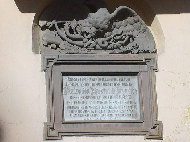 Placa conmemorativa de la llegada de Iturbide y el Ejército Trigarante a Puebla 2 de agosto de 1821
