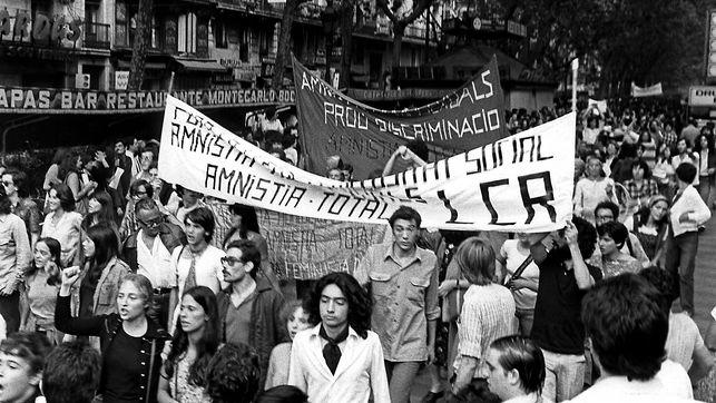 Asistentes a la primera manifestación homosexual en España el 26 de junio de 1977